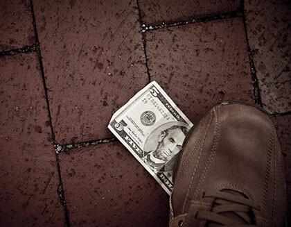 angol idiómák és kifejezések - foot the bill