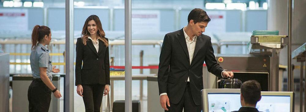 Biztonsági ellenőrzés repülőtéren - angol reptéri szituáció - kifejezések utazáshoz és nyaraláshoz