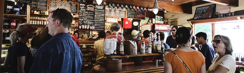 Hogyan kérj alkoholos italt a pultnál egy bárban vagy kocsmában